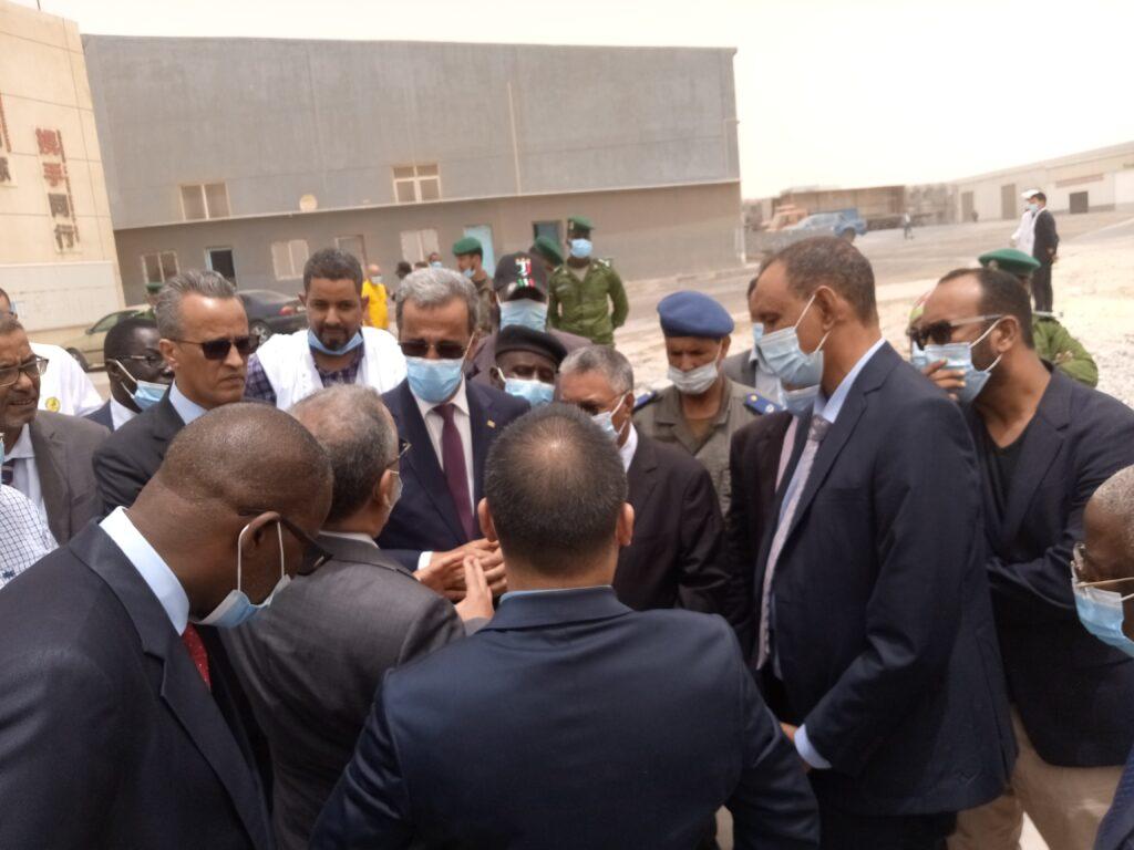 وزير الصيد والاقتصاد البحري ادي ولد الزين خلال زيارته للشركة قبل آسبوعين
